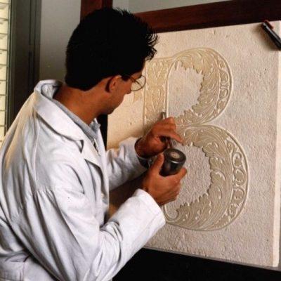 gravure sur pierre manuelle